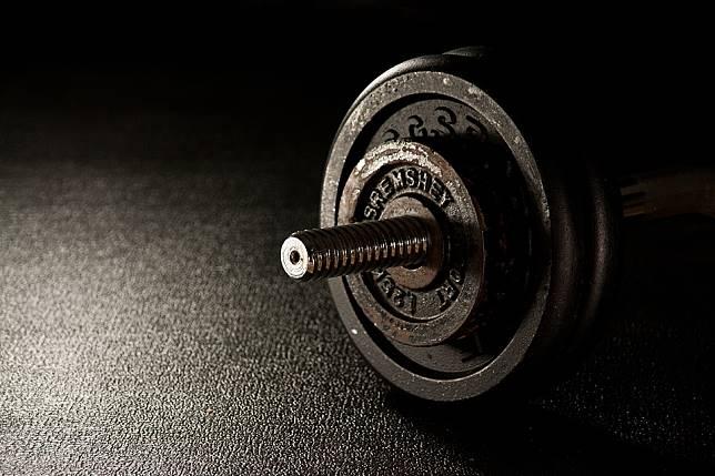 天天瘋健身過重又用錯力  24歲碩士生一身「肌肉硬塊」劇痛