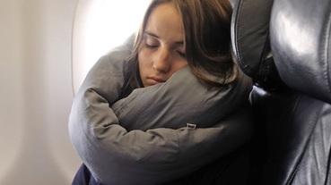 預防落枕100分!網友推薦長途飛機頸枕、超好睡枕頭總整理~