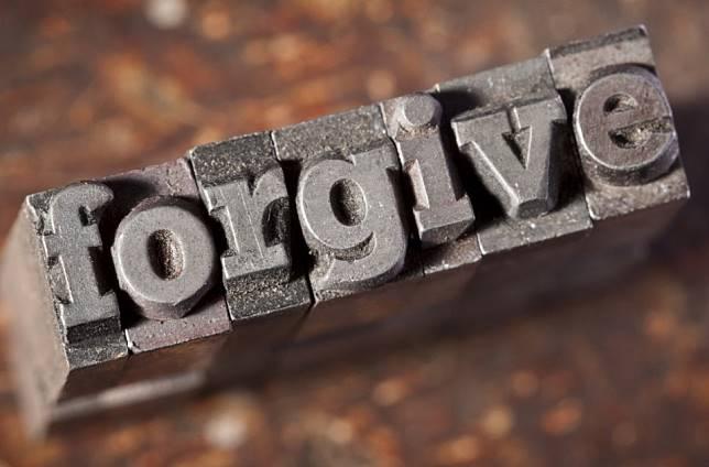 10 Quotes tentang Memaafkan Diri Sendiri yang Akan Membuat Kita Berdamai dengan Masa Lalu