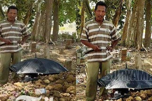 Warga menunjukkan makam 'Sunarto'. Foto: Surya Malang/Muhammad Sudarsono