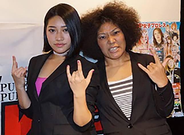木村響子(右)對未能守護愛女感自責。