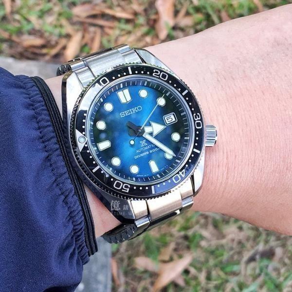 原廠公司貨自動兼手上鏈機械質感漸變錶盤專業200m潛水日期顯示專屬錶盒 附贈乙條橡膠錶帶