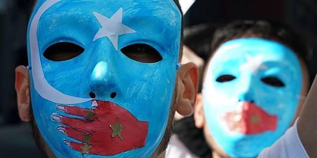 AS Beri Sanksi Pembatasan Visa pada Pejabat China Terkait Penindasan Uighur