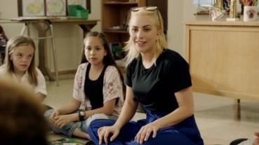 女神卡卡潛入小學、化身代課老師!卡卡:孩子們要學習鍾愛自己、校園要有更多正能量