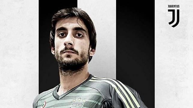 Penjaga gawang Juventus, Mattia Perin