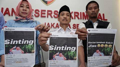 Komunitas Emak-emak pendukung Prabowo Sandi saat melaporkan Reinwartia Trygina atau biasa dipanggil Erin Taulany ke Polres Jakarta Selatan. Foto: Jamal Ramadhan/kumparan