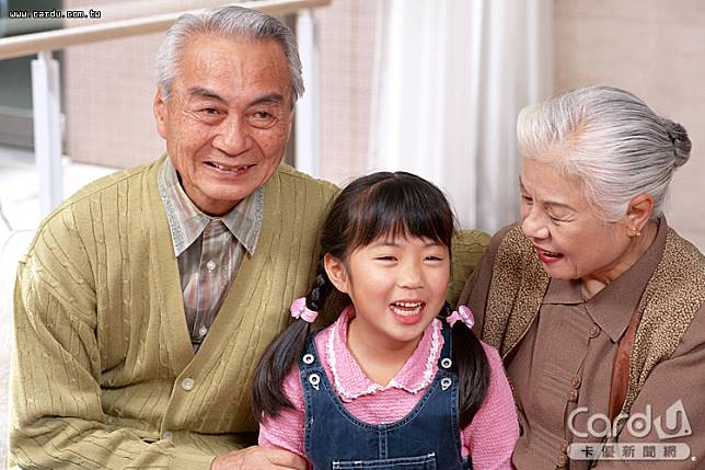 國民年金6項給付從今年1月起調升3.97%,其中老年年金給付每月增144元至3772元(圖/卡優新聞網)
