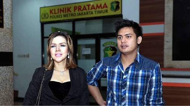 Kumalasari dan Galih Ginanjar mendatangi Polres Jakarta Timur [Suara.com/Wahyu Tri Laksono]