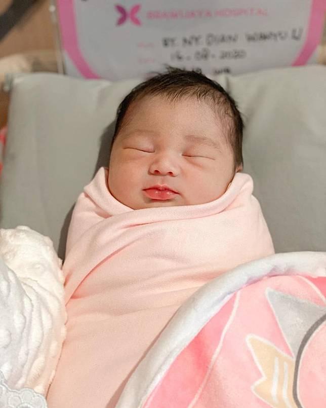 Dian Pelangi Melahirkan Anak Pertama Ini Potret Bayinya Yang Lucu Dan Menggemaskan