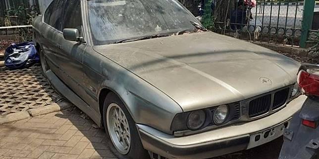 Mobil BMW di parkiran Monas (Merdeka.com)