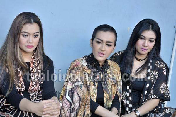 Dalam Kondisi Kritis, Jupe Jual Berlian untuk Bangun Mushola (Seno/tabloidbintang.com)