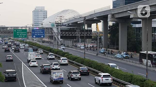 PSBB Belum Berakhir, Jalanan Jakarta Mulai Dipadati Kendaraan