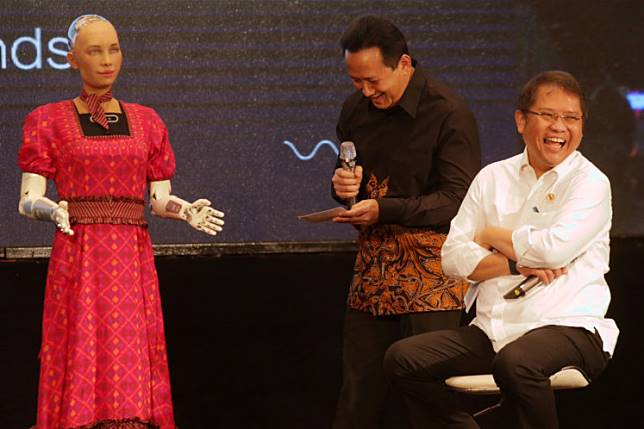 Communications and Information Minister Rudiantara (right) and Creative Economy Agency (Bekraf) head Triawan Munaf (middle) laugh after a response from Sophia the robot at the 2019 CSIS Global Dialogue on Tuesday at Hotel Borobudur Jakarta in Central Jakarta.