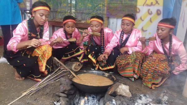 Tradisi Kokor Gola Enau di Masyarakat Pedalaman Manggarai