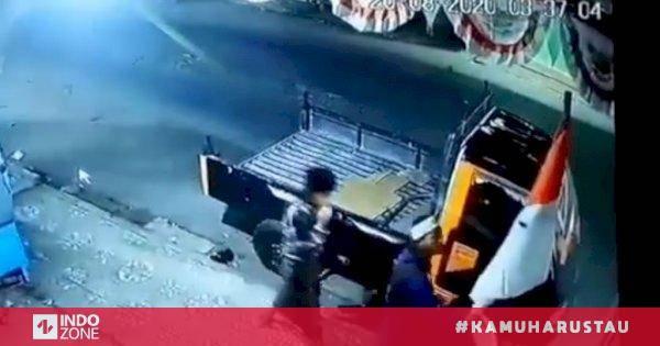 Viral Pemuda Cabut Paksa Bendera Merah Putih di Pinggir Jalan