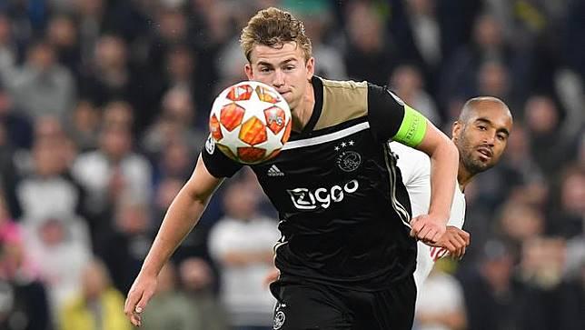 Jersey Cristiano Ronaldo Jadi Baju Sepak Bola Pertama Matthijs de Ligt