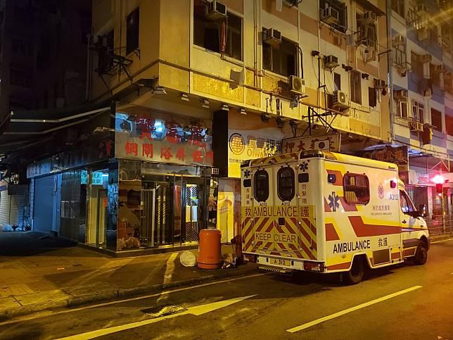 女子報稱遭打傷,救護員到場。