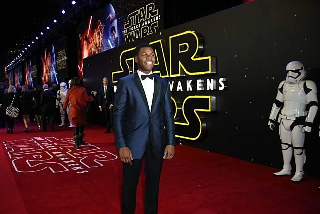 Aktor Star Wars John Boyega mengecam orang kulit putih yang rasis. Komentarnya itu muncul sebagai tanggapannya atas insiden yang membuat pria berkulit hitam, George Floyd, meninggal dunia.