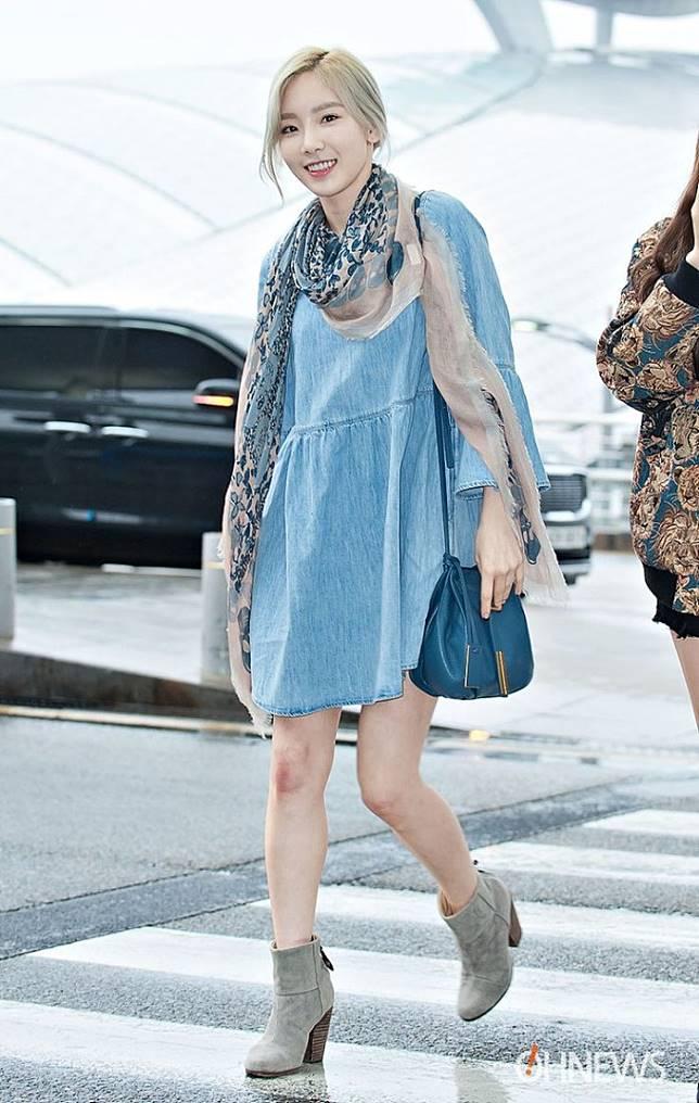 10 Inspirasi Memakai Denim Dress Ala Seleb Hollywood dan Korea Untuk Gaya Sehari-hari
