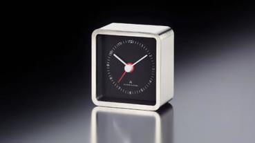 適合擺放在櫃面或桌面上的造型座鐘