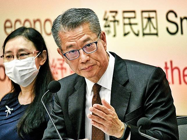 陳茂波今日公布向18歲以上永久居民派一萬元。