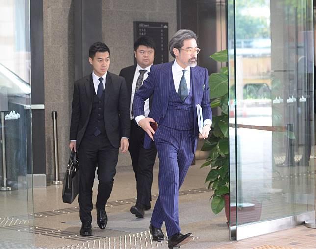 資深大律師蔡維邦(右)