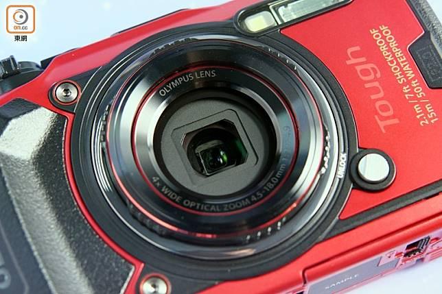 鏡頭具有25~100mm 4倍光學變焦能力,前方設有雙層保護玻璃。(方偉堅攝)