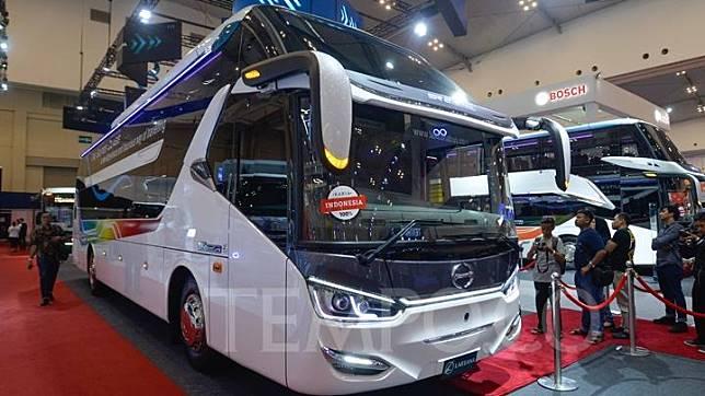 Bus karoseri Laksana ikut dipamerkan di GAIKINDO Indonesia International Auto Show (GIIAS) 2019 di ICE BSD, Tangerang, Jumat 19 Juli 2019.  Sleeper bus ini kalau komplit tanpa casis seharga Rp 925 juta, kalau dengan chassis Rp 1,8 miliar. Tempo/Tony Hartawan