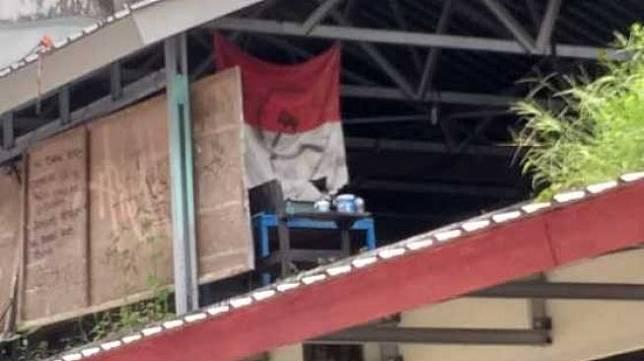 Heboh Merah Putih Logo Palu Arit Berkibar di Kampus, Ini Respons Unhas