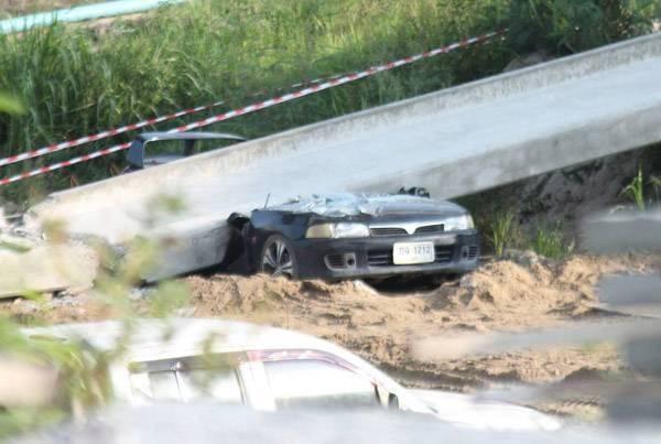 ระทึก !! คานสะพานมอเตอร์เวย์โคราช หล่นทับเก๋งเละ โชคดีไม่มีใครได้รับอันตราย