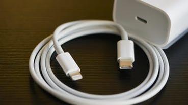 半世紀的躍進!USB-C 充電器處理速度超越阿波羅 11 導航電腦