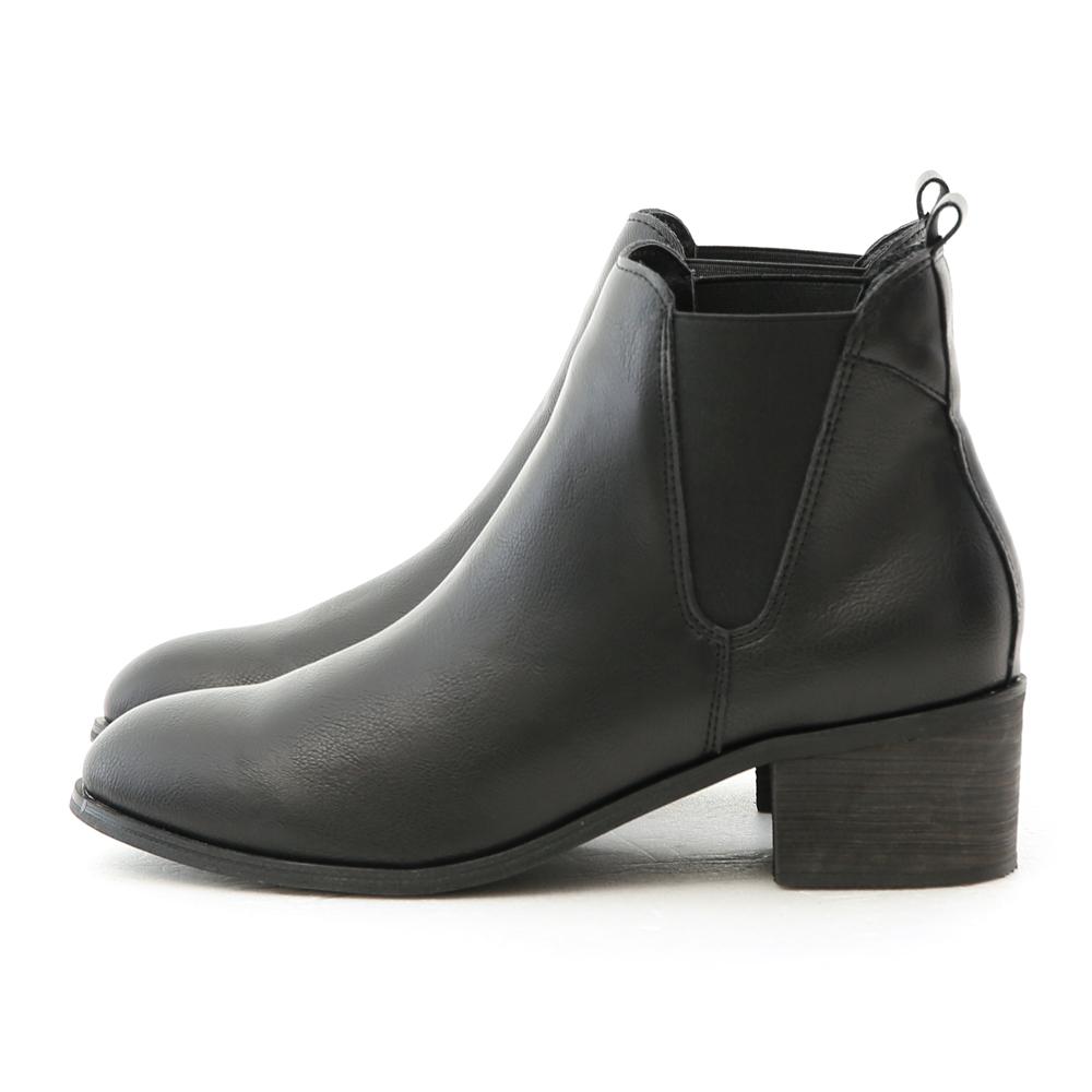 以簡約設計感取勝 擁有無可挑剔的好搭版型 側面的鬆緊帶拼接增加視覺上的豐富度 簡單的設計具有高度的實穿性 4.5cm跟高成功修飾令人在意的腿部線條 恰恰好的鞋跟高度最適合高跟鞋的初學者 舒適厚度的加厚
