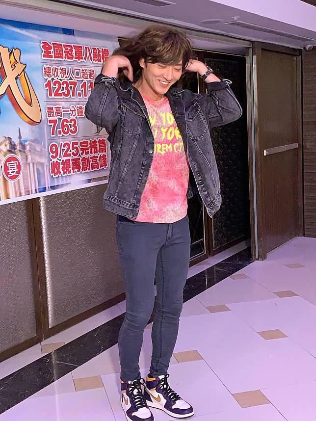 馬俊麟一頭長髮搖滾造型,被虧像「舞棍阿伯」。記者陳慧貞/攝影
