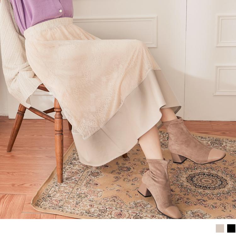 採用質地柔軟且細緻的面料,使肌膚好感自在一整天。 細膩的鏤空蕾絲雕花拼接質感亮面皮革, 打造出視覺層次外也帶出溫柔甜美又帶點個性形象氛圍~ 此款2色蕾絲雕花拼接皮革A字裙,無束縛的全腰鬆緊設計, 適合