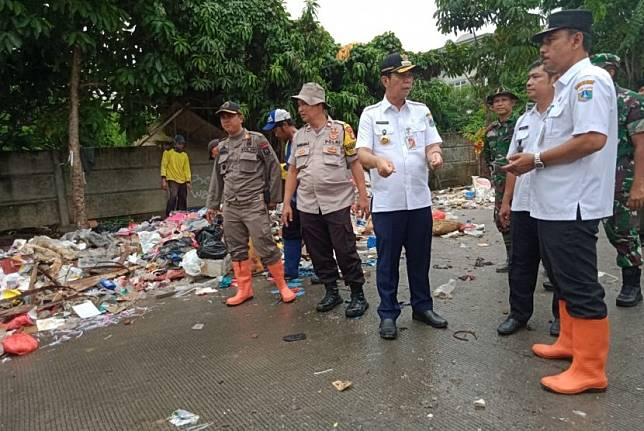 Wali Kota Jakarta Barat Rustam Efendi menyatakan, masih ada 15 rukun warga yang termasuk zona merah Covid-19 di daerahnya.