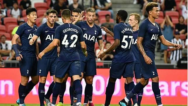 Para pemain Tottenham Hotspur merayakan gol ke gawang Juventus