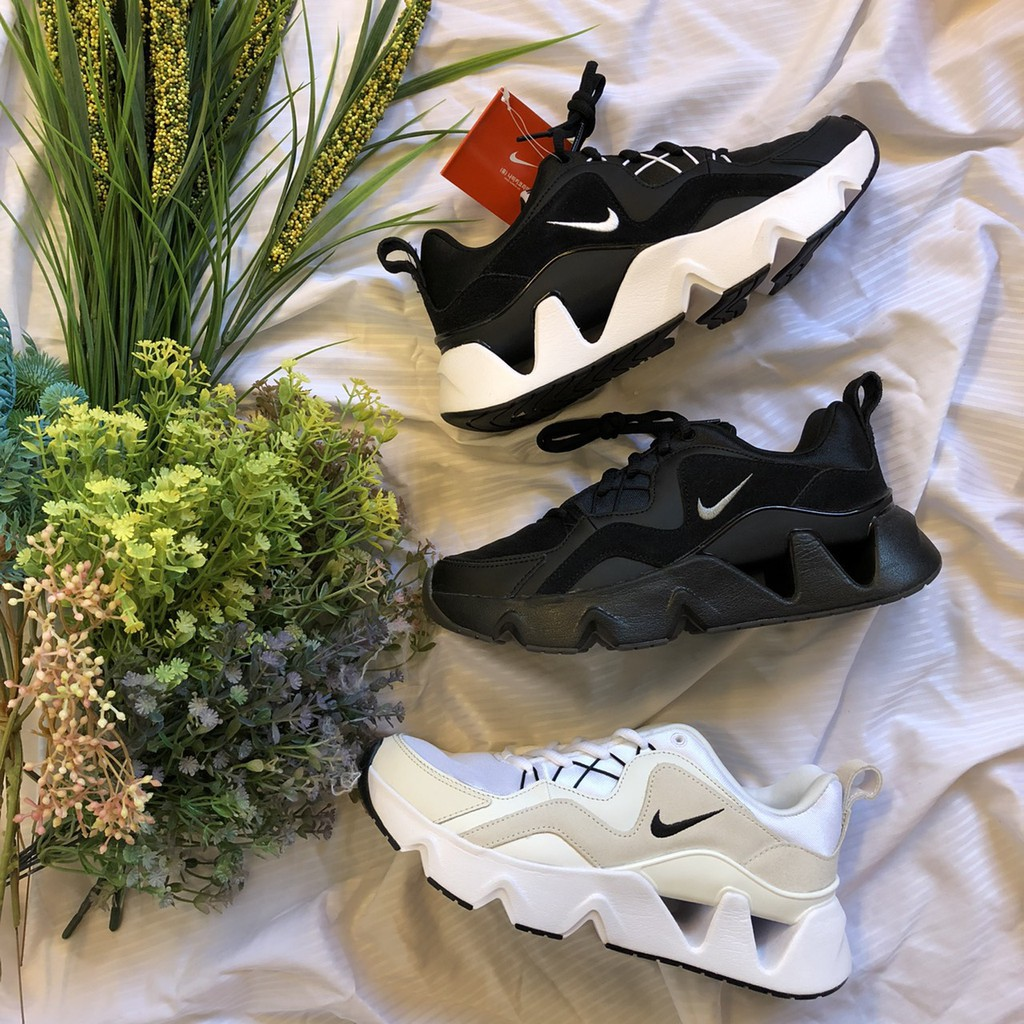 #Nike #Wmns #Ryz365 #Trainers #米白 #增高鞋 #女鞋 #孫芸芸著用 #DOT聚點【商品型號】米白 BQ4153-100 / 全黑 BQ4153-004 / 黑白 BQ4153-003 / 蘋果綠BQ4153-101 / 粉BQ4153-601【尺寸】女鞋 23CM~25CM 下標前請詢問※下標前請先透過聊聊詢問商品尺寸是否有現貨※如未詢問直接下標,視同同意商品需調貨、商品缺貨本賣場可取消訂單※本賣場商品100%正品,皆為各國公司貨※購買後歡迎至FB知名驗鞋社團驗鞋(跳跳人研究室)※如仿冒造假願負法律責任,並全額退款,讓各位買的安心又放心※商品照片會因每台電腦設定而有所差異,對顏色準確度要求甚高者請不要下標※各大品牌多少都會有做工的瑕疵問題,鞋子難免有脫線溢膠鞋盒壓傷等問題,完美主義者請三思※本賣場商品圖片皆為實品拍攝,若發現盜圖或擅用本賣場進行販售,將採取法律途徑10/2