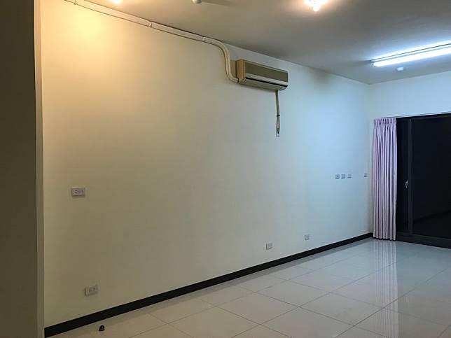 改造前的客廳牆面