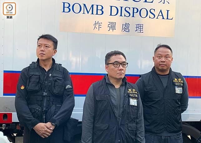 (左起)李展超、李桂華及O記警司布振權講述案情。(陳家明攝)