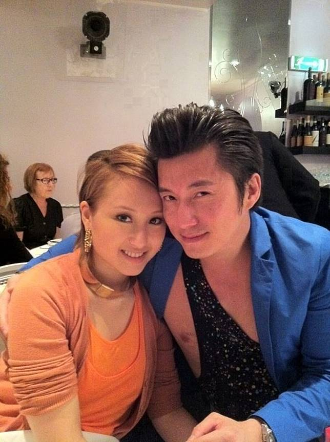 陳山聰2010年被爆有位年長12年女友Ponny時,2011年初就傳出力追何超雲!