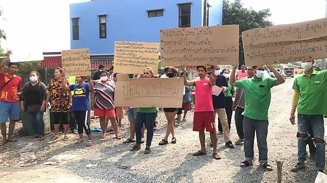 ชาวบ้านร้องสื่อวอนพ่อเมืองนนท์ช่วย หลังชาวบ้านสูดฝุ่นถนนที่สร้างไม่เสร็จนานกว่า 5 เดือน