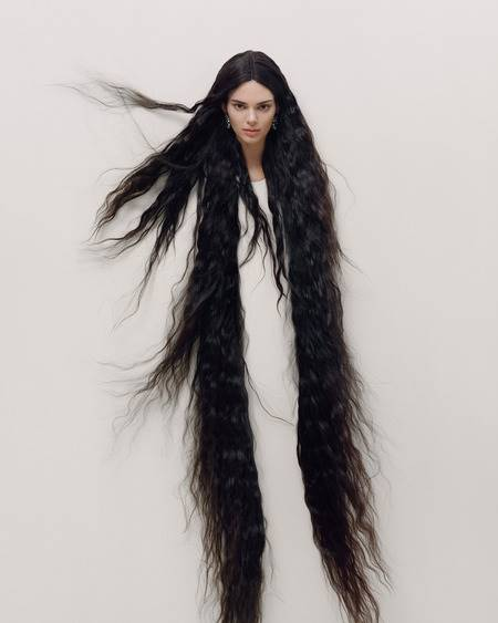 10 Foto Kendall Jenner Di Garage Magazine Netizen Indonesia Malah Bilang Mirip Kunti Sampai Kuyang