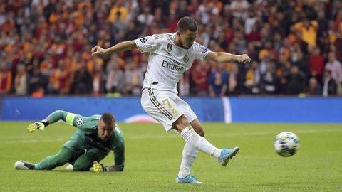 Pemain Real Madrid Eden Hazard saat melepaskan tendangan. (Foto: AP Photo)