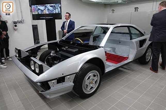 超過20年車齡的法拉利經典跑車,會安排在獨立工作間進行車身及車架翻新和復修。(張錦昌攝)
