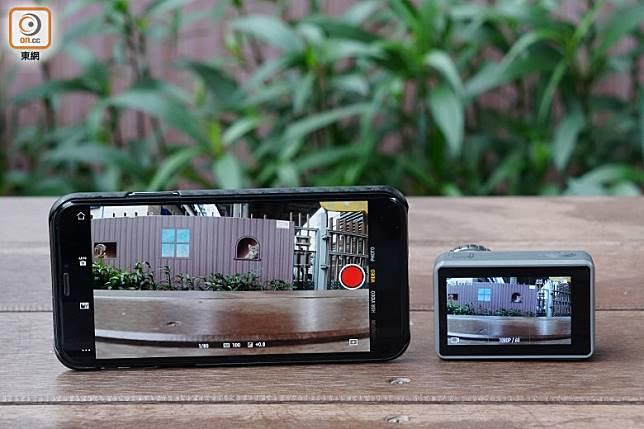 只需配合手機App《DJI Mimo》就能將主機與手機無線連接,將主機拍攝到的影像傳輸至手機屏幕上顯示,更能控制主機拍攝,用家亦能簡單地將主機上的影片傳輸至手機存儲,並透過App進行剪接。(方偉堅攝)