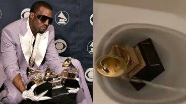 肯爺又瘋了?Kanye West 把葛萊美獎座扔進馬桶裡,直播「撒尿在上面」給大家看!
