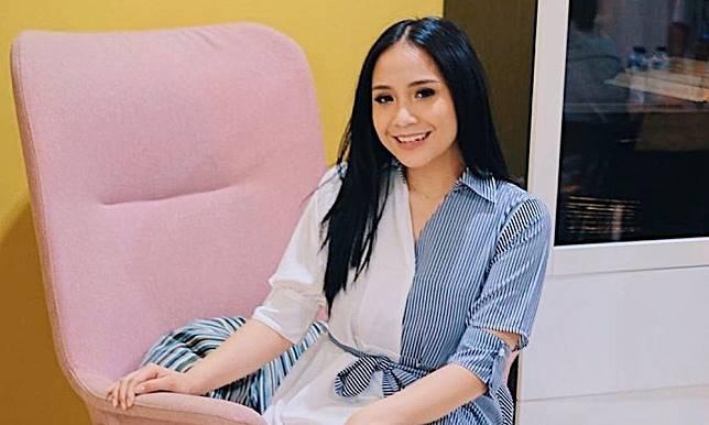 Mengintip harga baju mewah Nagita Savina yang mencuri perhatian karena disebut-sebut mirip dengan kain sarung