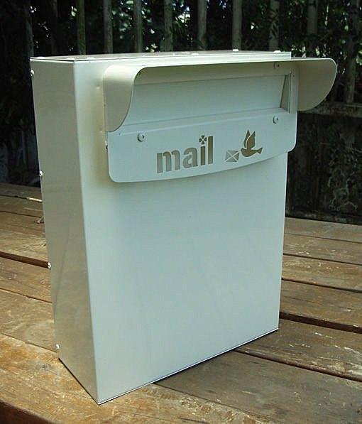 100%台灣、宜蘭製造304不鏽鋼製作崁入於圍牆中之特殊信箱,前投後取