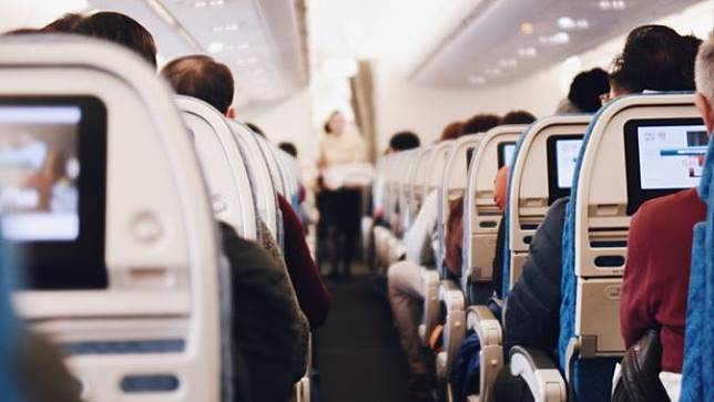 Ilustrasi pesawat | unsplash.com/@by_syeoni