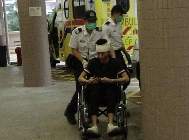 男子由救護車送院治理。